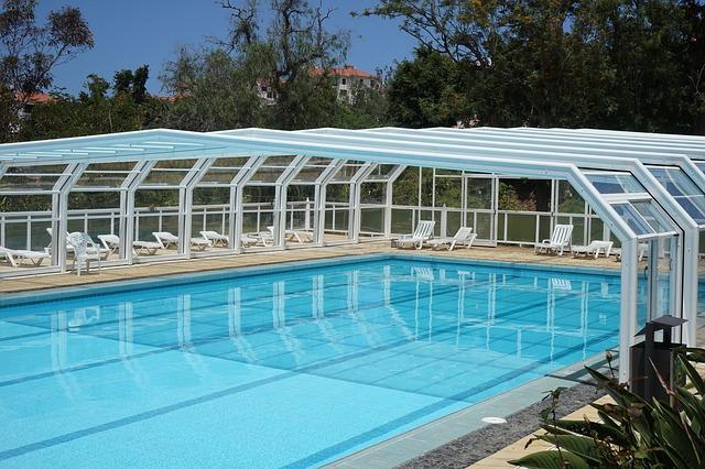 plavecký bazén se zastřešením