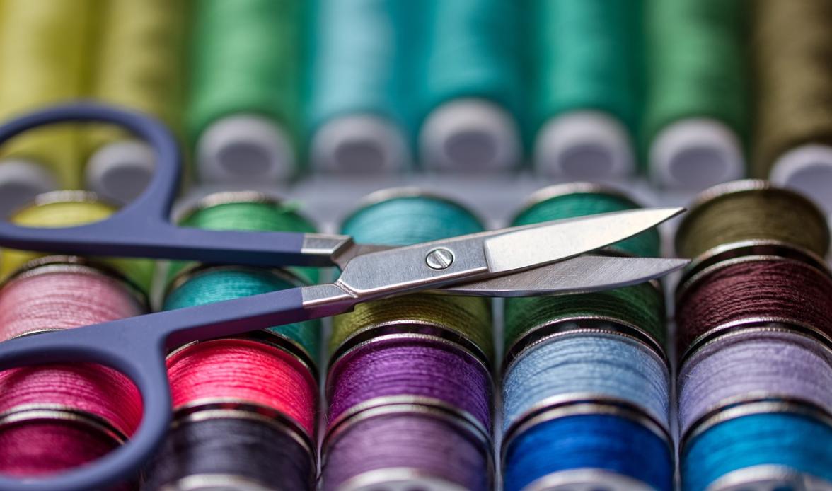 nůžky a šití